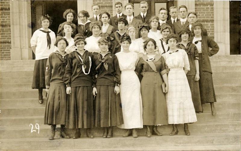 1913 Students on the Steps of Lynchburg High School IV (07194)