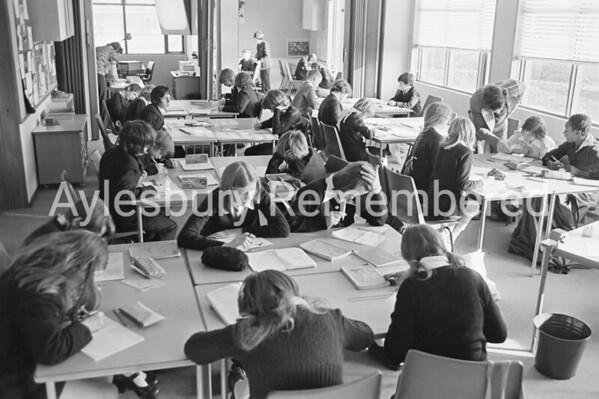 New building at Mandeville School, Nov 1975