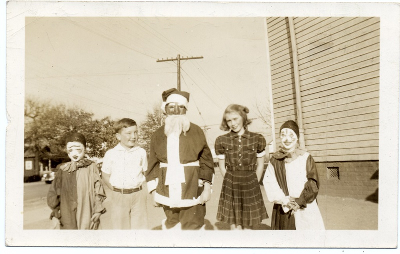 Old Fairview School-Dress Up Day   (09564)