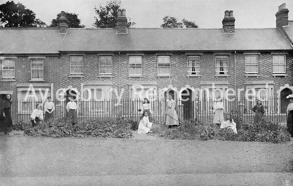 Garden of Queens Park School, 1907