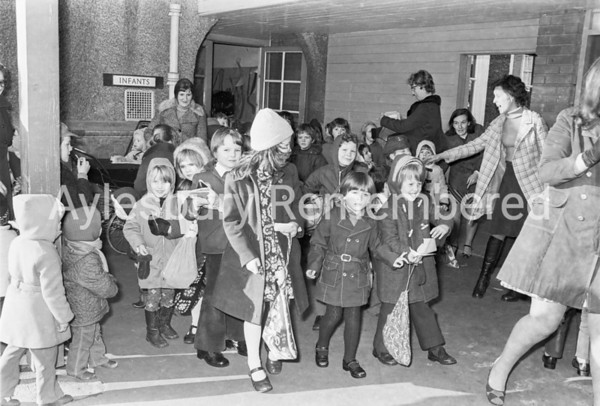 Queen's Park Infant School closing, Feb 10 1976