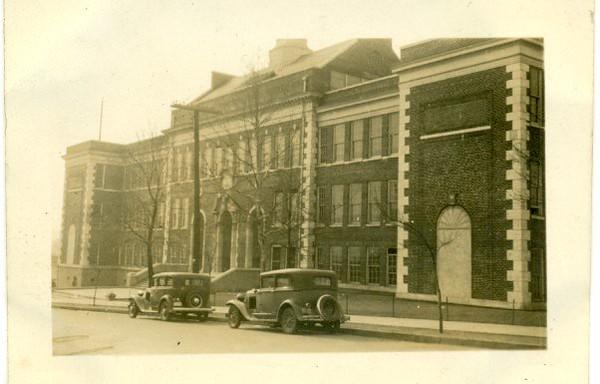 Robert E. Lee Junior High School  (06626)