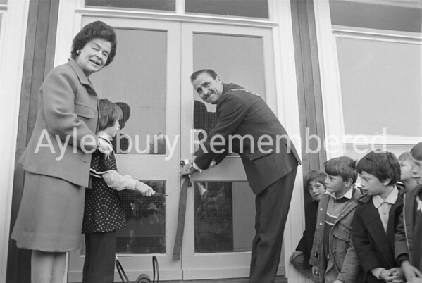 Mayor Frank Buckingham visits Southcourt County Infants School, Oct 26th 1973