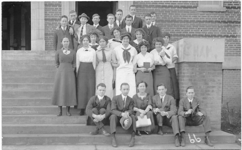 Lynchburg High School Students, ca. 1915  V (09571)