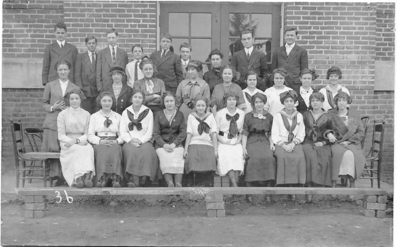 Lynchburg High School Student Class ca 1915  VII (09573)
