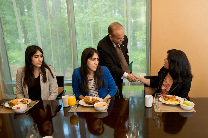 Jorge Haddock meets with SOB students over breakfast at the Mason Inn at Fairfax Campus. Photo by Alexis Glenn/Creative Services/George Mason University