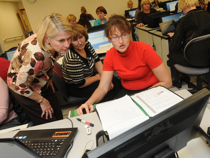Rebecca Fox, CEHD faculty, works with visiting Russian teachers as a part of an exchange program funded by the U.S. Department of State's Bureau of Educational and Cultural Affairs.
