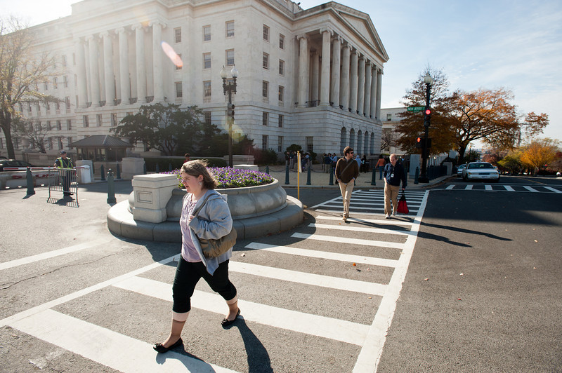 Mason LIFE student Sarah Meade walks between buildings to her internship on Capitol Hill in Washington DC.