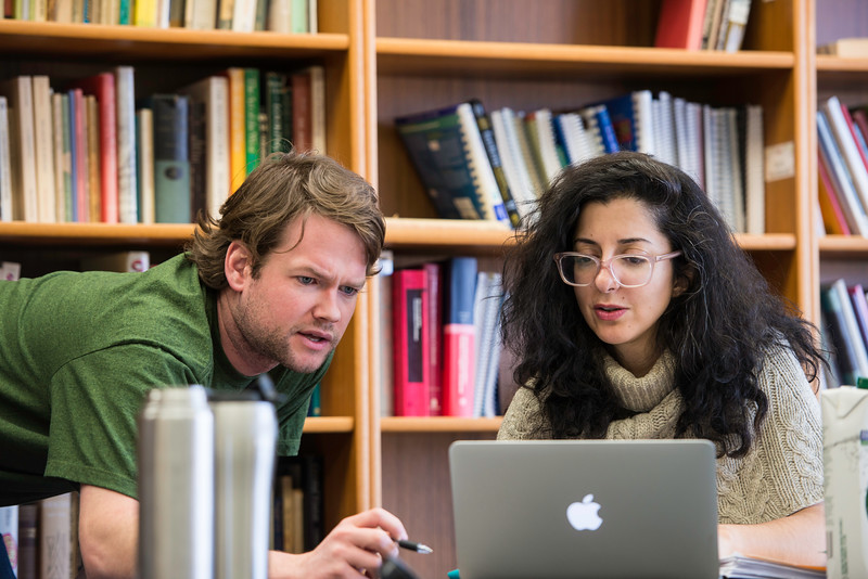 Visiting writer Porochista Khakpour meets with Mason student John Guthrie. Photo by Ron Aira/Creative Services/George Mason University