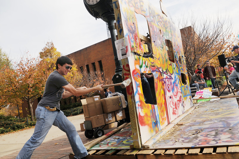 Students commemorate the 20th anniversary of the Fall of the Berlin Wall.  Photo by Evan Cantwell/Creative Services/George Mason University
