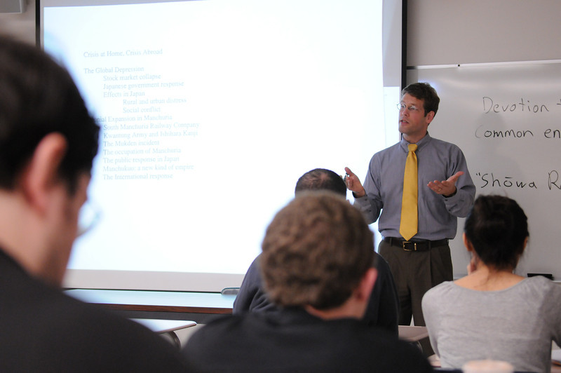 Brian Platt teaches a history class.  Photo by Nicolas Tan/Creative Services/George Mason University