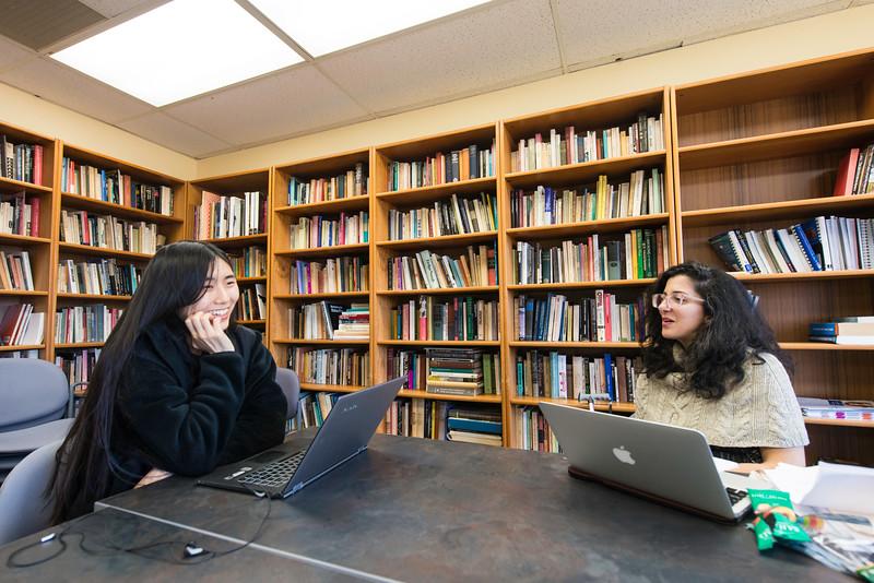 Visiting writer Porochista Khakpour meets with Mason student Amelia Li.  Photo by Ron Aira/Creative Services/George Mason University