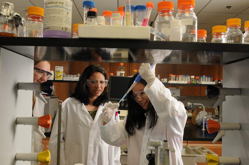 Students Tiffany Ha and Minu Ramanan in the lab on the Prince William campus.  Photo by Evan Cantwell/Creative Services/George Mason University