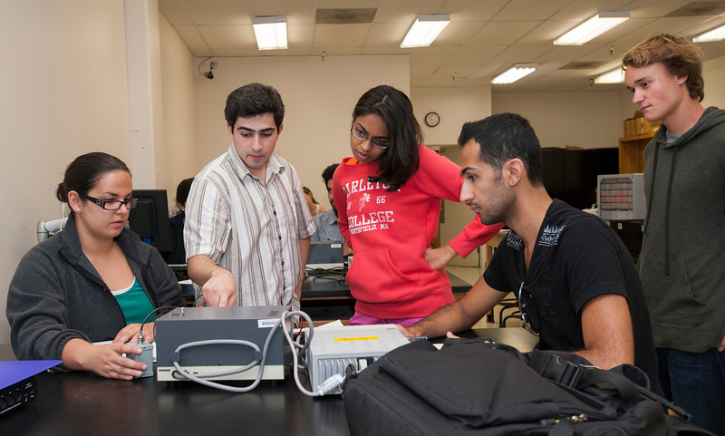 Professor Alex Panka (2nd L) works with students in a physics lab on an experiment on the photoelectric effect at Fairfax campus. Photo by Alexis Glenn/Creative Services/George Mason University