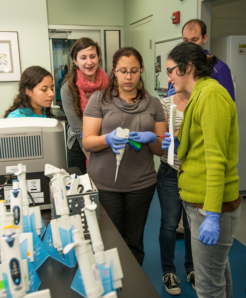 Smithsonian-Mason graduate students at Genetics Lab