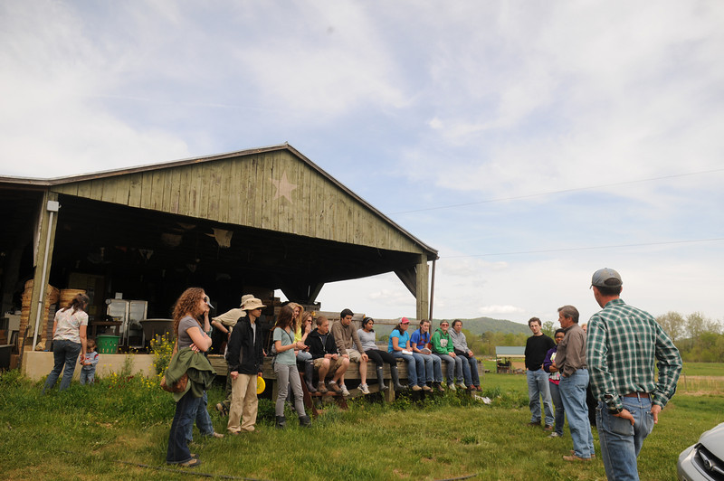 Smithsonian-Mason School of Conservation students visit a local farm to learn about sustainable agriculture. Photo by Creative Services/George Mason University