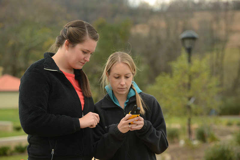 Graduate and professional students studying spatial ecology at the Smithsonian-Mason School of Consevation. Photo by Evan Cantwell/Creative Services/George Mason University