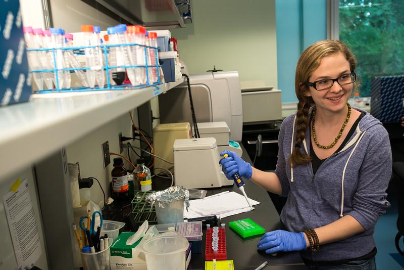 Smithsonian-Mason graduate students at Genetics Lab