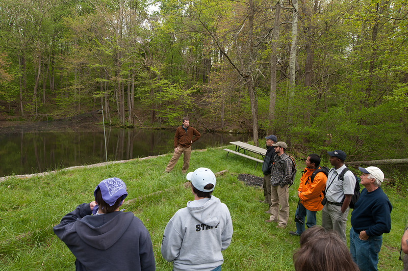 Professional and graduate students learn how monitoring techniques apply to conservation. Photo by Evan Cantwell/Creative Services/George Mason University