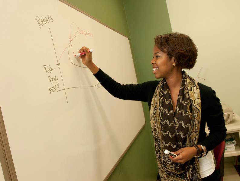 University Scholars in the classroom. Photo by Evan Cantwell/Creative Services/George Mason University