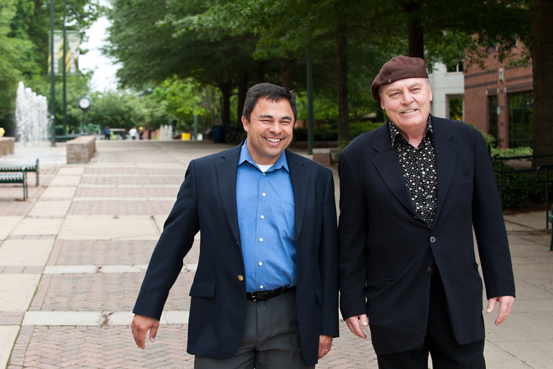 Actor Stacy Keach and Professor Ken Elston walk at Fairfax Campus. Photo by Alexis Glenn/Creative Services/George Mason University
