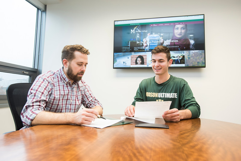 Academic advising for Honors College.  Photo by:  Ron Aira/Creative Services/George Mason University