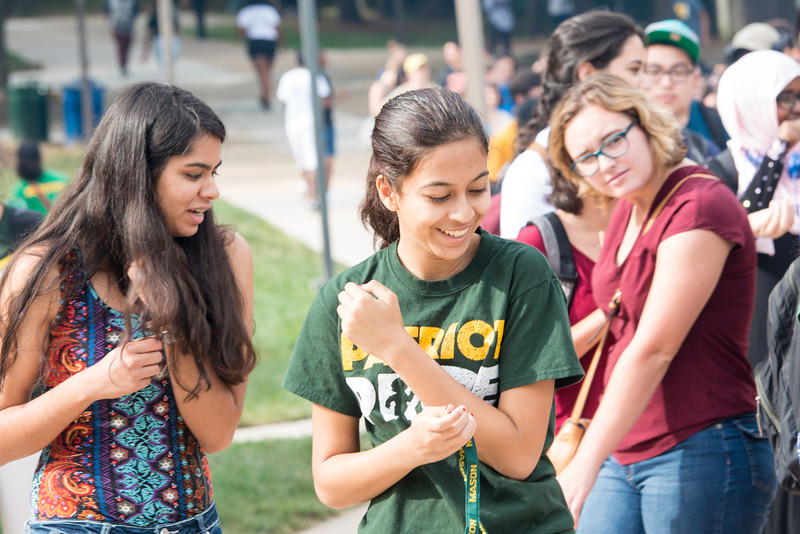 Honors College students meet and greet during the Build-a-Burger event in the Commons.  Photo by:  Ron Aira/Creative Services/George Mason University
