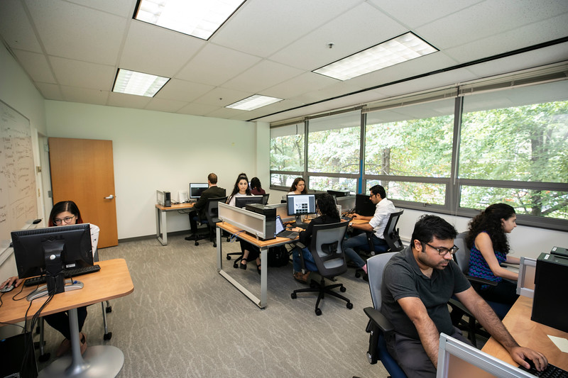 Data Processing lab at The Krasnow Institute.  Photo by:  Ron Aira/Creative Services/George Mason University