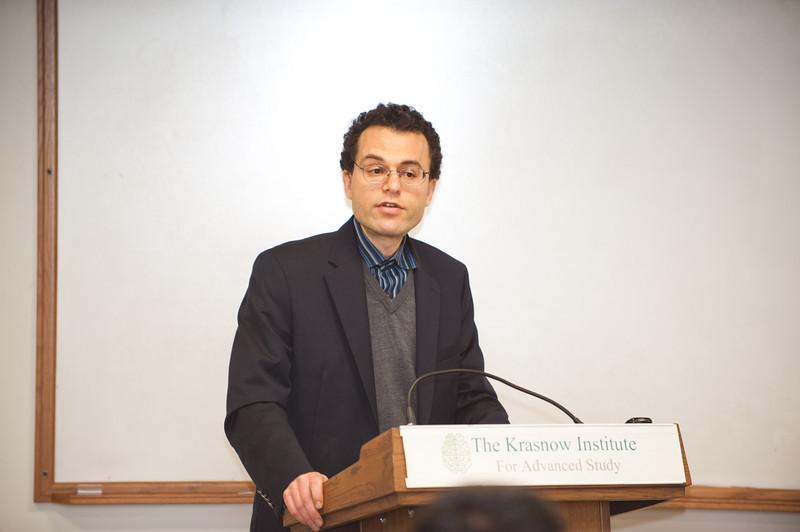 Professor Giorgio Ascoli introduces Dr. Bert Sakmann, winner of the Nobel Prize in Medicine in 1991, at the Krasnow Institute. Photo by Alexis Glenn/Creative Services/George Mason University