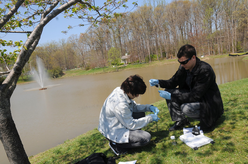 Volgenau School of Engineering students taking water samples of the Mason pond. Photo by Evan Cantwell/Creative Services/George Mason University