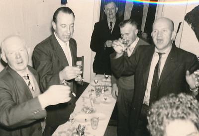 groep mannen uit Wezuperbrug