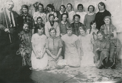 Meisjesvereniging Bidt en werkt, ca. 1927