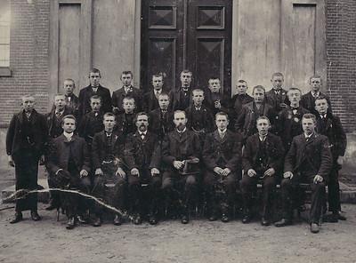 Jongelingenvereniging NH Gemeente Schoonoord, ca 1905.