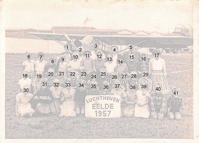 Schoolreisje van Royenschool 1957 naar vlieveld Eelde