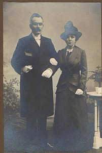 Uilke ten Boom en Aaltje de Graaf, ca 1908