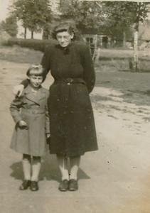 Jantina Gebben (1936) en Albertje Gebben (1922-2008)