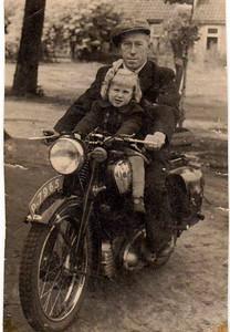 Auke Heins  (1909-1963) met dochter
