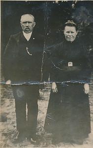 Anne Heins (1864-1928) en Roelina Bos (1881-1953), foto ca 1915.