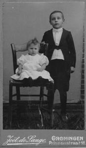 Hillechien Trip en haar halfbroer Hendrik Trip, foto ca 1906