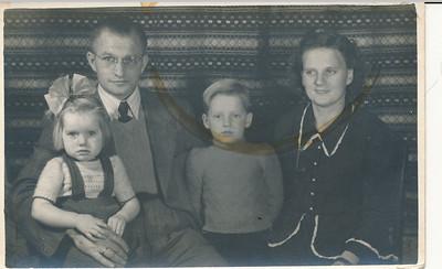 Gezin Matheus (Thijs) van Tellingen (1916-1992) en Hendrikje Wassen (1924-2004)
