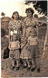 twee moeders Vos met kinderen