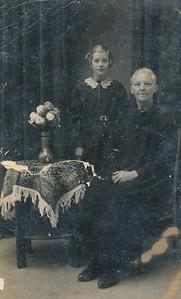 Jantien Vos en kleindochter Jantje Prinsen, ca 1942