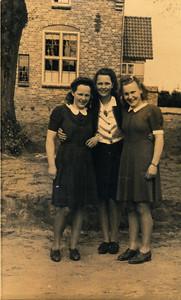 Drie vriendinnen. Diny ten Wolde, Giny Loman en Janna Jelies