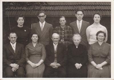 familie Jan Alting en Jantiena de Haas op 5 november 1960 aan de  Tramstraat 105