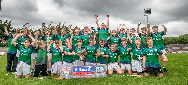 EEXXjob SPORT 31/05/2017Allianz Sciath na Scol Finals played at Pairc Ui Rinn. DH4 Ballinspittle v Knockvilla . Knockvilla and a Trophy's after their victory over Ballinspittle.  Picture: Andy Jay