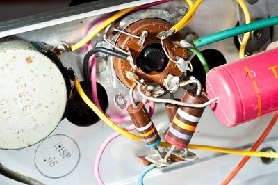 Underside of oscillator pentode.