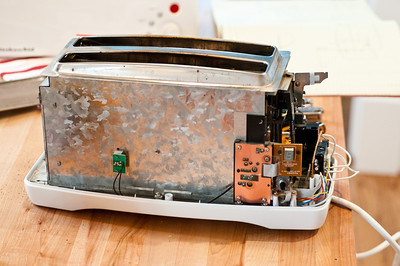 Here we have a Kitchenaid toaster, model KTT570WH0.