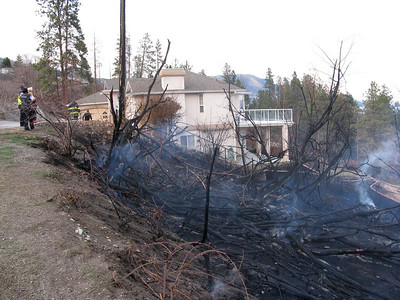 20090408_ PeachlandBc, LipsettAve_ Brush Fire