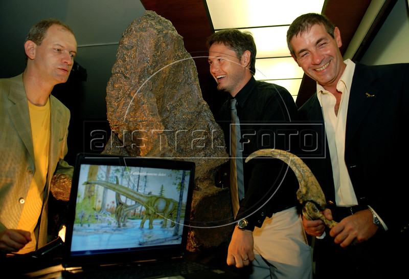 Brazilian and Argentinian paleontologists Alexander Kellner, left, of National Museum of Brazil, Juan Porfiri, center, investigator of Comahue University and Jorge Calvo, right, of Comahue University of Argentina present, a replica of a dinosaur skeleton of what could be a new dinosaur species, a giant, plant-eater, uncovered in Argentina's Patagonia region, in Rio de Janeiro, Brazil, 15 October 2007. With a length of 32 meters, it is among the largest ever found, and is named 'Futalognkosaurus dukei' after the Mapuche Indian words for 'giant'.  The Patagonian dinosaur was uncovered on the banks of Lake Barreales in the Argentine province of Neuquen and according with the scientists the giant herbivore walked the Earth some 88 million years ago.  (Austral Foto/Renzo Gostoli)