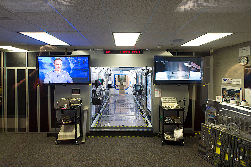 ISS simulation and training area of the Marshall Space Flight Center International Space Station Payload Operations Center